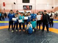 ÖMER YıLMAZ - Yunusemreli Güreşçilerden Büyük Başarı