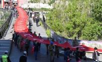 SABAH NAMAZı - Çanakkale'de Destan Yazan 57. Alay İçin 102 Metrelik Bayrakla Vefa Yürüyüşü Yapıldı