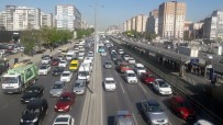 KOORDINAT - İstanbullular Hayatlarının Ortalama 3,5 Yılını Trafikte Geçiriyor