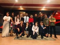 YALIN - Silopi'de 'Mendilimde Gül Oya' Tiyatro Oyunu Sahnelendi