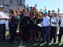 ATİLA AYDINER - 3'Üncü Suriyeli Çocuklar Futbol Turnuvasında Şampiyon Takım Kupa Kaldırdı