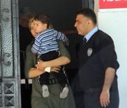 'Kocam Dövdü' Diyerek Çocuğuyla Polise Sığındı, Şikayetçi Olmadı