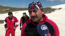 KAR KALINLIĞI - Nisanda 2 Bin 220 Rakımda Kayak Keyfi