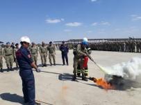 İTFAİYE MÜDÜRÜ - Üs Bölgesindeki Askerlere Yangına Müdahale Eğitimi