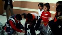 KIRTASİYE MALZEMESİ - Başkale'de Polisten 500 Öğrenciye Kırtasiye Ve Giyim Yardımı