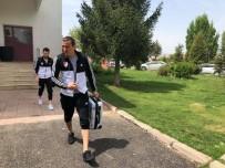 WELLINGTON - Elazığspor Kafilesi Erzurum'a Gitti