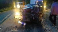 KAZıM ARSLAN - Kamyonet İle Otomobil Çarpıştı Açıklaması 4 Yaralı