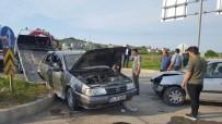 Sakarya'da İki Otomobil Çarpıştı Açıklaması 5 Yaralı