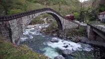 Tarihi 'Çifte Köprüler' Turistlerin İlgisini Çekiyor