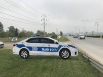 TRAFİK KURALI - Trafik Kazalarına Karşı Maket Polis Aracı Önlemi