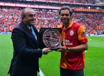 JOHAN ELMANDER - Galatasaray'dan Elmander'e plaket