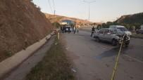 Virajı Alamayan Otomobil İstinat Duvarına Çarptı Açıklaması 1 Ölü, 1 Yaralı