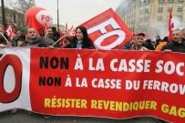İŞ BIRAKMA - Fransa'da 3 Ay Sürecek Grevler İçin İşçiler Sokağa İndi
