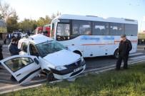 Hafif Ticari Araç İle Minibüs Çarpıştı Açıklaması 4 Yaralı