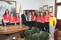 Kadınlar Serbest Güreş Türkiye Şampiyonu Olarak Tokat'a Döndüler