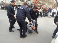 KADIN SÜRÜCÜ - Başkent'te Sokak Ortasında Polise Bıçak Çektiler