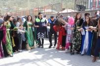 Sınırda Halaylı Kermes
