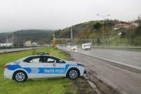 TEPE LAMBASI - Tepe Lambaları Çalınan Maket Polis Araçlarına Yenileri Takıldı
