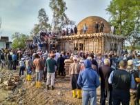 SEYHAN NEHRİ - Yüzlerce Köylüden İmece Örneği