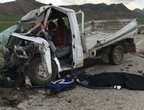 YAŞAR ERYıLMAZ - Ağrı'da kamyonet ile tır çarpıştı: 2 ölü, 1 yaralı
