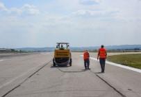 APRON - DHMİ, Esenboğa Havalimanı'nda Pistlere Bakım Yapıyor
