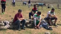 KALE DİREĞİ - Futbol Maçına Eşek Sırtında Gidiyorlar