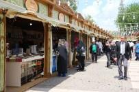 YAYıNEVLERI - Gaziantep'te Kitap Fuarını 2 Günde 35 Bin Kişi Ziyaret Etti