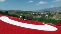 AY YıLDıZ - Parke Taşlarıyla Dev Türk Bayrağı