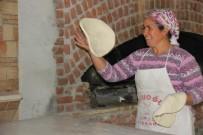 BAZLAMA - Turistler Yörük Hamurunu Çok Sevdi
