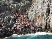 SABANCı ÜNIVERSITESI - 71 Öğrenciyi Taşıyan Teknenin Batma Nedeni Araştırılıyor