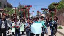 MEHMET YAŞAR - Azez'de Öğrenciler Sokakları Temizledi