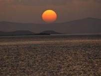 BARAJ GÖLETİ - Baraj Gölünde Kartpostallık Gün Batımı