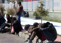 İNSAN TACİRLERİ - Erzurum'da Kaçak Göçmenlerde Salgın Endişesi