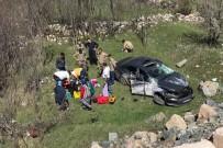 Gümüşhane'de Virajı Alamayan Otomobil Bahçeye Yuvarlandı Açıklaması 3 Yaralı