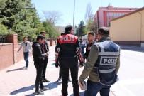 GÜVEN TİMLERİ - Polis Okul Önlerinde Denetim Uygulaması Yaptı