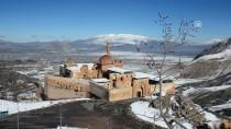 Tarihi İshakpaşa Sarayı Nisanda Gelinlik Giydi