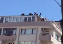 Çatıda İşçilerin Yürekleri Ağızlara Getiren Çalışması