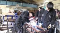 Fabrika Gibi Okulun Şanslı Öğrencileri