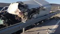 Kontrolden Çıkan Ticari Araç Bariyerlere Çarptı Açıklaması 1 Ölü, 1 Yaralı