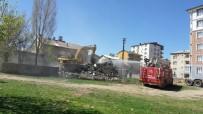 DEPREM BÖLGESİ - Muş'ta Metruk Binaların Yıkımı Devam Ediyor