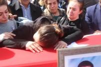 ÖZDEMİR ÇAKACAK - Cenazede gerginlik! Akademisyenlerin yakınları rektörün üzerine yürüdüler