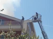 AYVALı - Başkent'te Korkutan Yangın