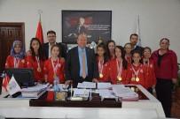 VOLEYBOL TAKIMI - Gazipaşa Kız Voleybol Takımı'ndan Başkan Özakcan'a Ziyaret