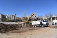 Muş Belediyesi Kent Meydanında Hafriyat Çalışması Başlattı