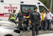 ÇEVİK KUVVET POLİSİ - Çevik Kuvvet Polislerinin Bulunduğu Araç Kaza Yaptı