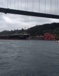 ÇARPMA ANI - Dümeni Kilitlenen Geminin Tarihi Yalıya Çarpma Anı