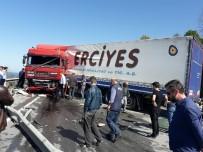 ÇAVUŞLU - Kaza Yapan Tır Karadeniz Sahil Yolu'nu Ulaşıma Kapattı