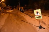 Tokat'ta Virajı Alamayan Otomobil Kanala Düştü