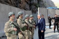 HAKKARİ VALİSİ - Vali Toprak Askeri Kontrol Noktasını Ziyaret Etti