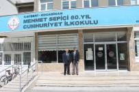MURAT YıLDıZ - 25 Yıldır Yetiştirdiği Öğrencilerinin Dokümanını Tuttu